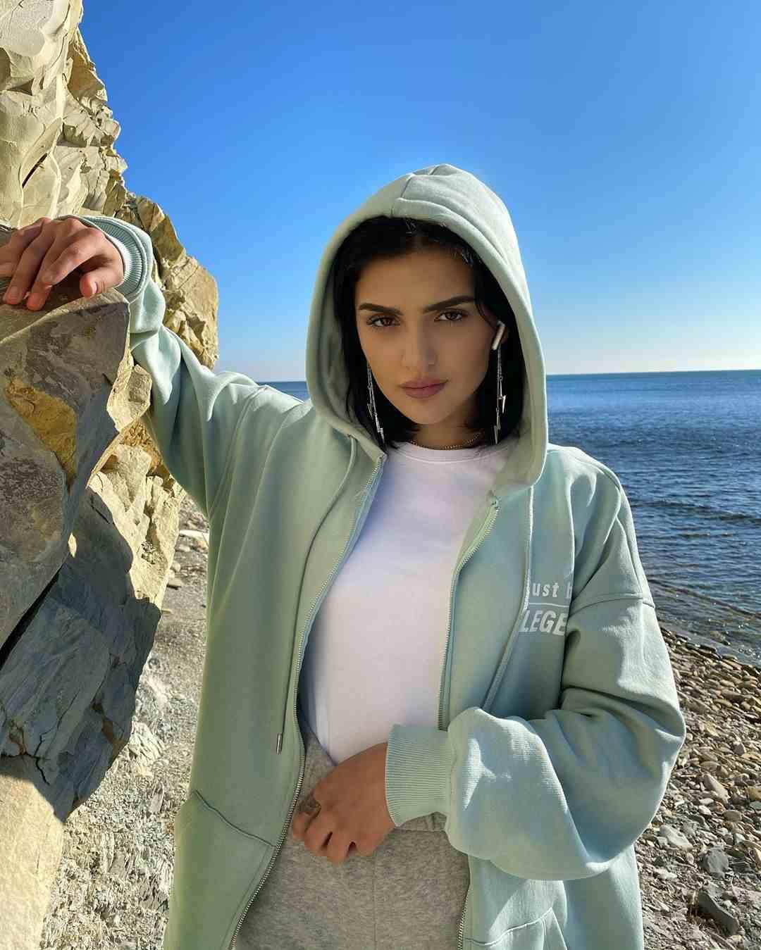 Dina Saeva Photos