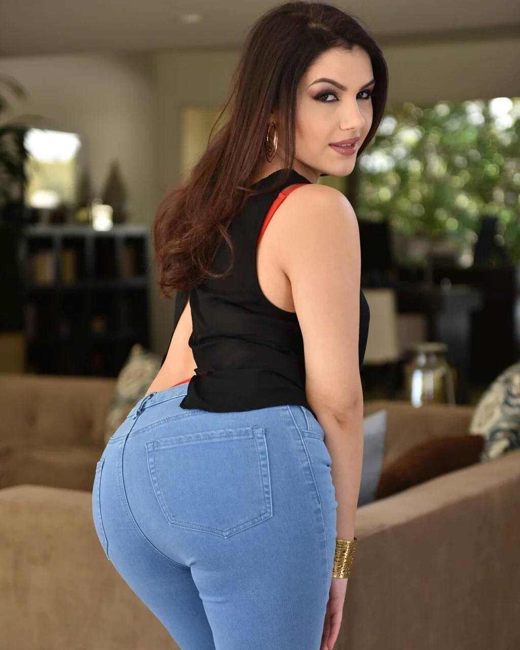 Valentina Nappi Bio, Wiki, Age, Net Worth, Figure, Lifestyle