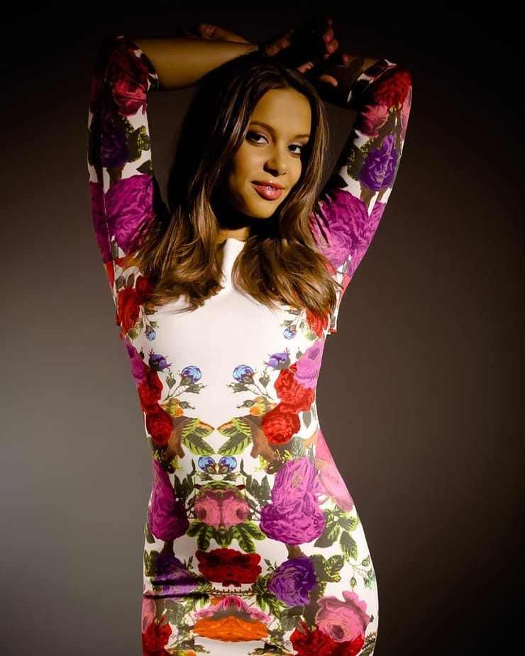 Liza Rowe Bio, Wiki, Age, Net Worth, Figure, Height, Photo