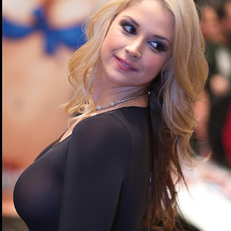 Sarah Vandella Bio, Wiki, Age, Figure, Net Worth, Pics, Family
