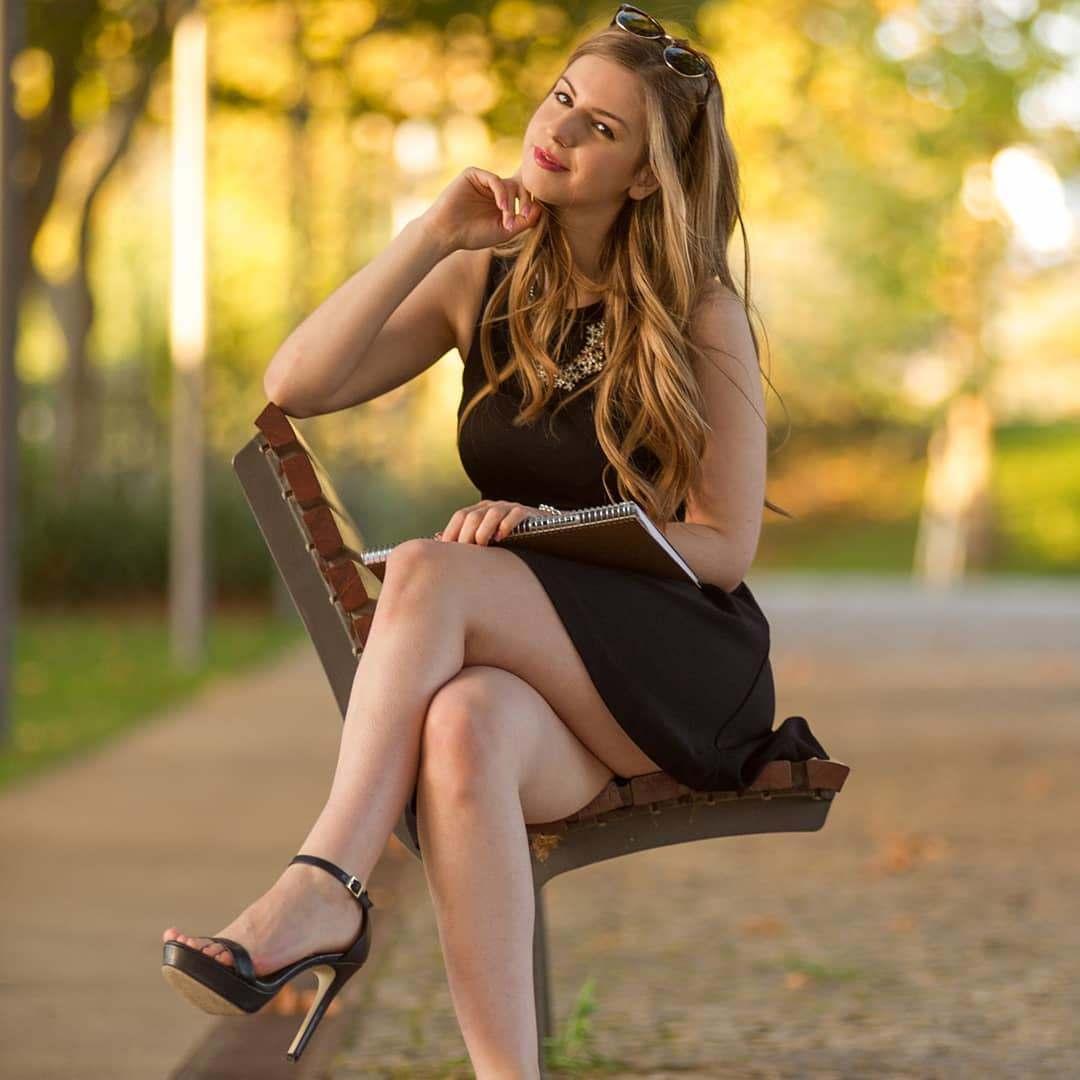 Stella Cox Bio, Wiki, Age, Figure, Net Worth, Pics, Family