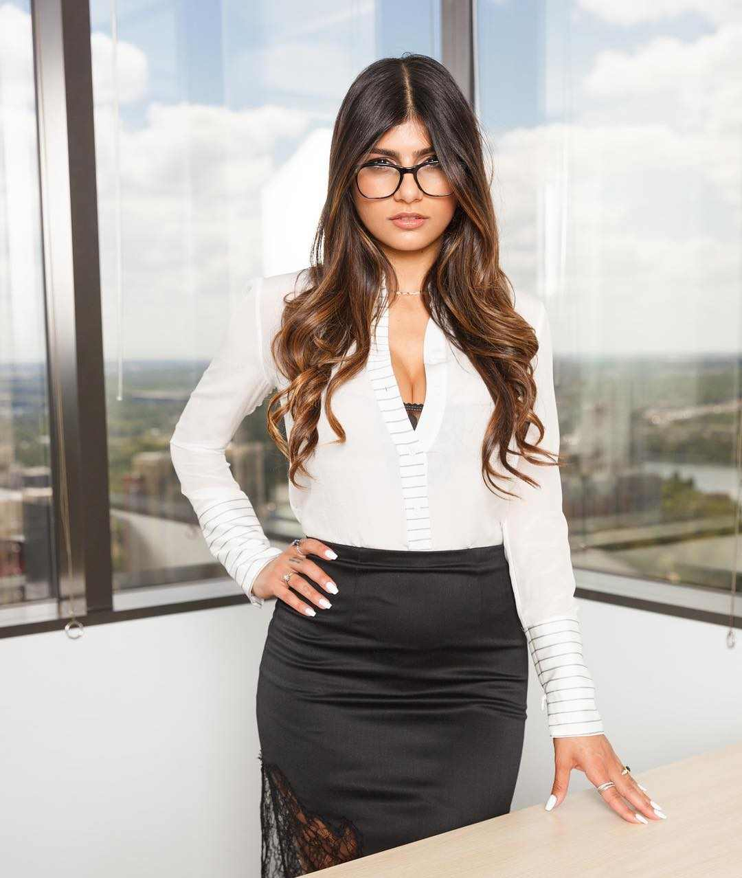 Mia Khalifa Bio, Wiki, Age, Figure, Net Worth, Lifestyle