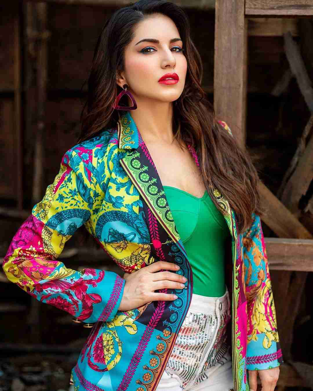 Sunny Leone Bio, Wiki, Age, Figure, Net Worth, Height, Pics