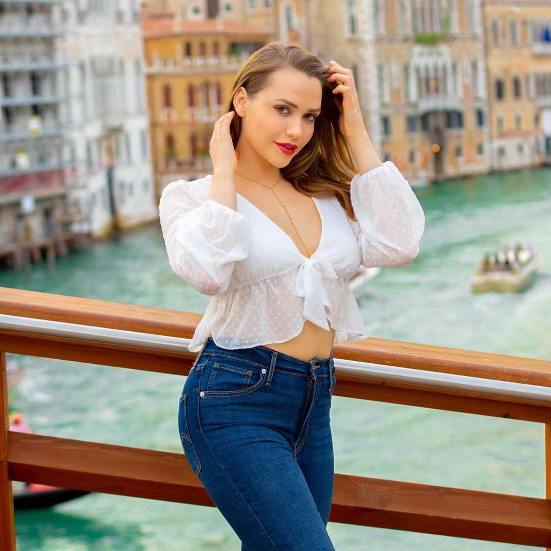 Mia Malkova Bio, Wiki, Age, Net Worth, Figure, Height, Pics