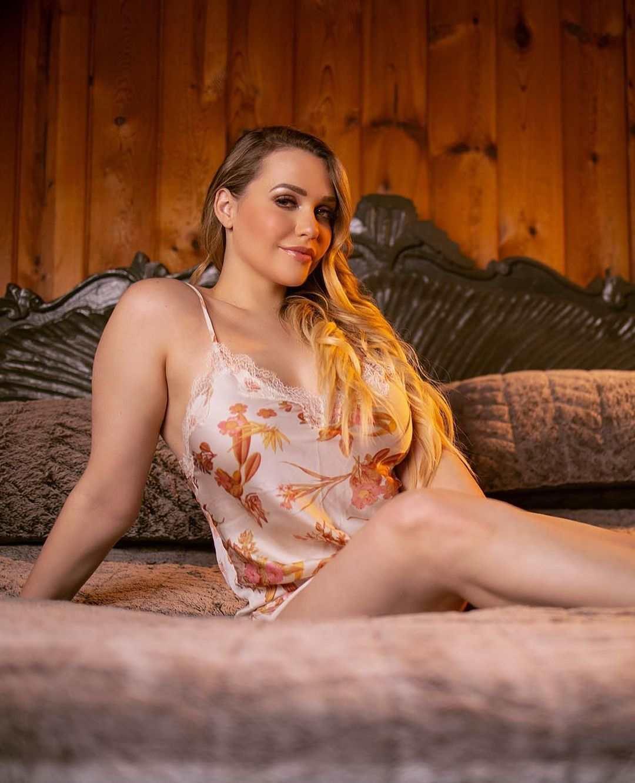 Mia Malkova Images & Pics