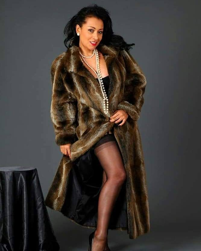 Danica Collins Bio, Wiki, Age, Net Worth, Figure, Height, Pics
