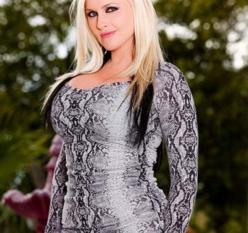 Alena Croft Bio, Wiki, Age, Net Worth, Figure, Height, Pics